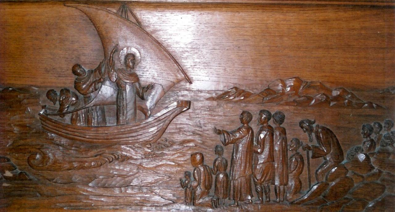 Bas-relief sous l'autel