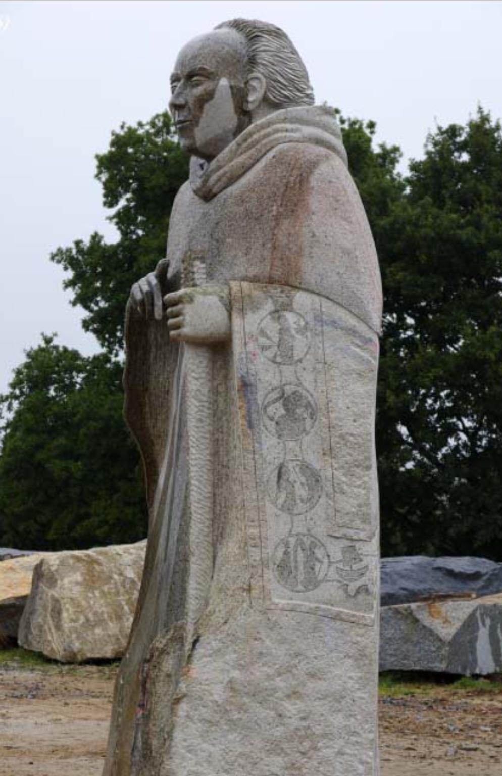 CDC - côté gauche de la statue