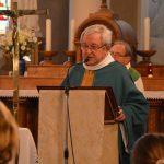 Le père Michel nous présente la relique de saint Colomban.
